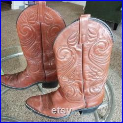 Beautiful condition vintage leather cowboy boots. Super comfortable super gorgeous, fits size 7.5,8 Women, 4.5, 5 Men