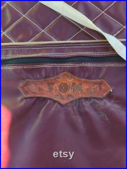 Tom's Ropers' Kaddy Can by Bray's Leather Shop, Etter, Texas, circa 1950s, burgundy quilted white leather with embroidered team roping scene
